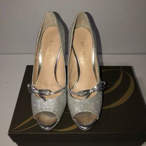 Enzo Angiolini Silver Outing Shoes; Size 7